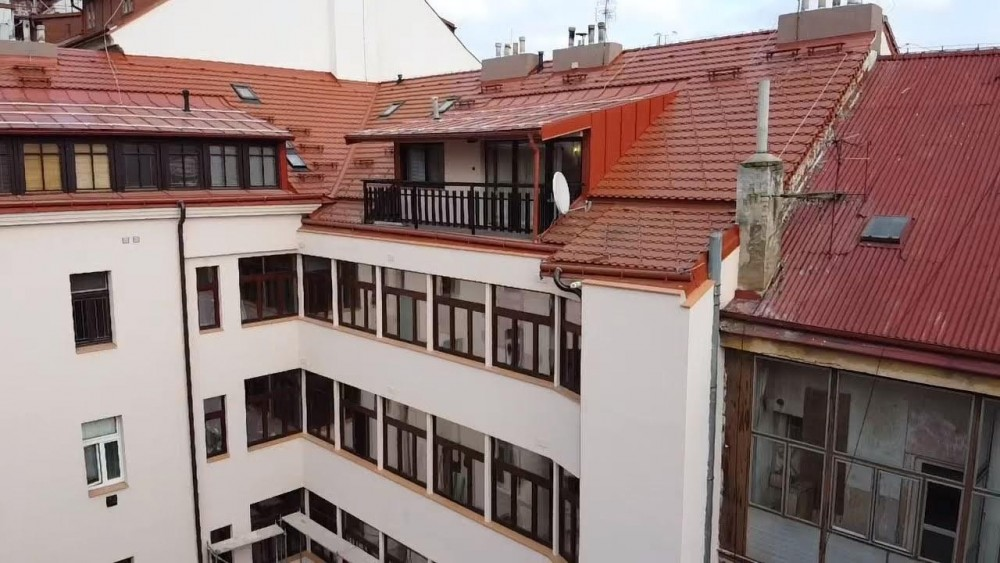 Report rekonstrukce pavlačí, výměna oken a kompletní zateplení bytového domu