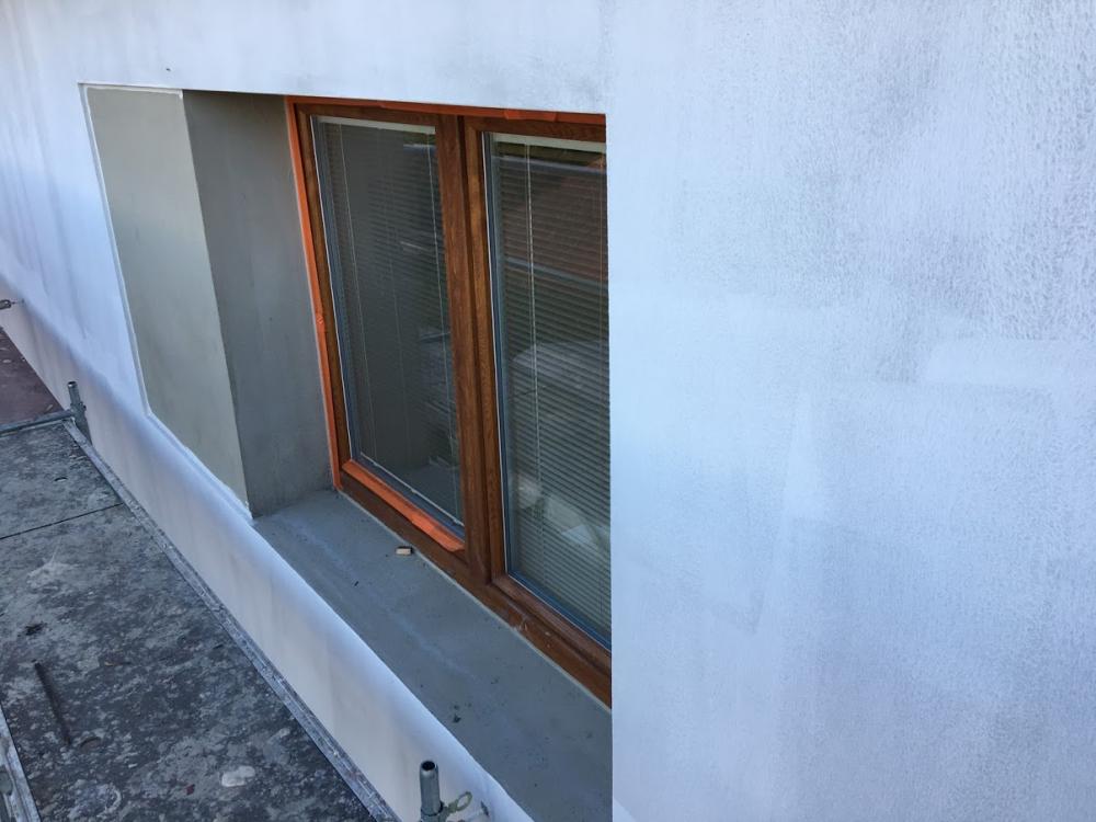 Zateplení fasády s obklady kolem oken
