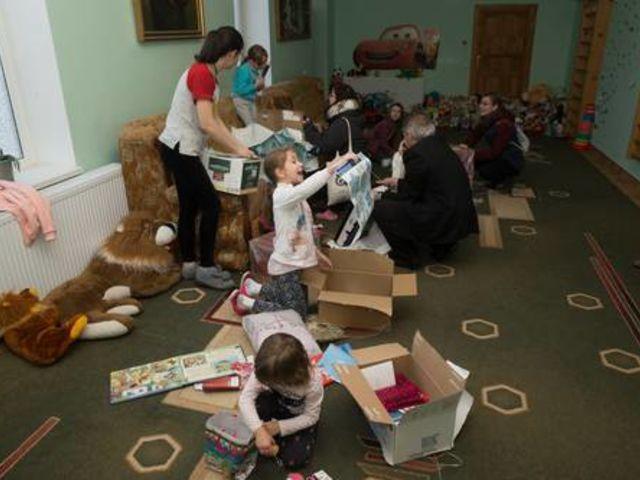 Obrázek 2 pro článek Podpůrný fond ZOFÍK daroval vánoční balíčky na Ukrajině.