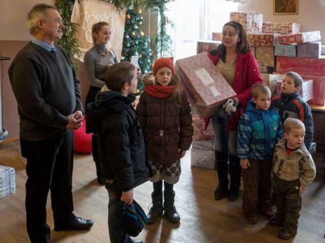 Obrázek 4 pro článek Podpůrný fond ZOFÍK daroval vánoční balíčky na Ukrajině.