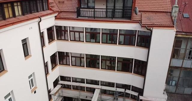 Obrázek 1 pro článek Report rekonstrukce pavlačí, výměna oken a kompletní zateplení bytového domu