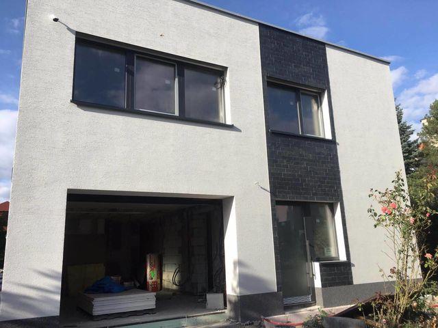 Obrázek 3 pro referenci Zateplení fasády RD šedým polystyrenem Hostavice | STAVBA 181033
