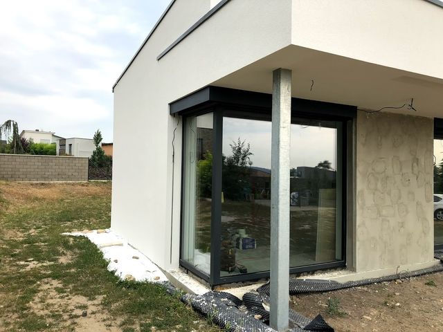 Obrázek 3 pro referenci Realizace zateplení fasády RD  šedým polystyrenem Bradlec | STAVBA 181039