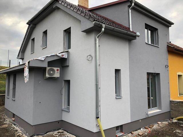 Obrázek 4 pro referenci Realizace zateplení fasády RD děrovaným polystyrenem Strašnice | STAVBA 191005