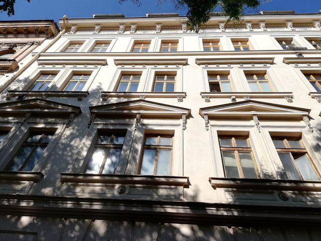 Obrázek 3 pro referenci Zateplení fasády BD bílým polystyrenem Praha - Smíchov | STAVBA  191016