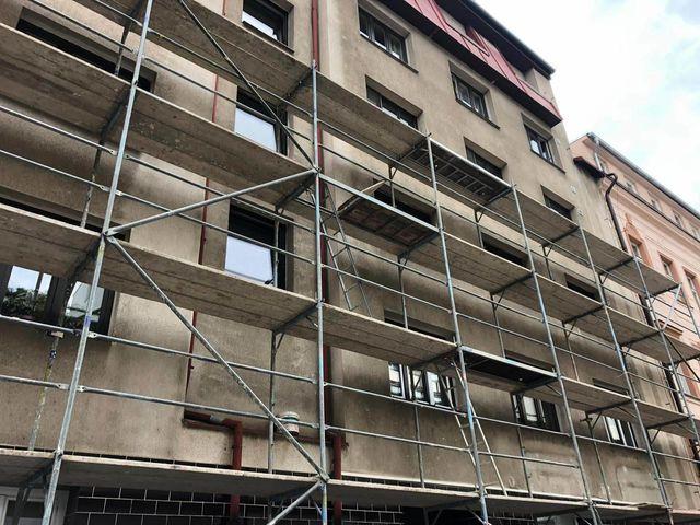 Obrázek 2 pro referenci Realizace omítky bytového domu Praha 5 |  STAVBA 191023