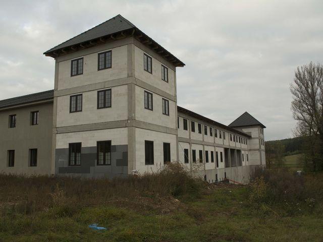 Obrázek 6 pro referenci Zateplení fasády CHATEAU ŠANOV + instalace dekorativních prvků | STAVBA 181008