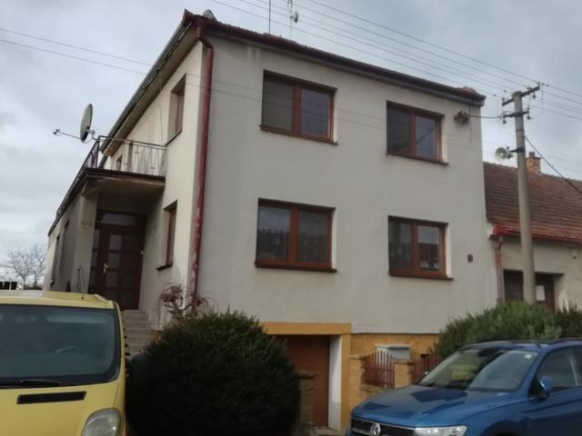 Obrázek 2 pro referenci Grafický návrh fasády domu před rekonstrukcí v odstínech CERESIT