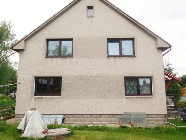 Obrázek 2 pro referenci Grafický návrh fasády RD v hnědých odstínech, šambrány, dekorativní pruhy