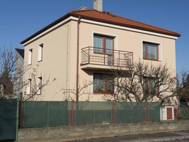 Obrázek 1 pro referenci Zateplení fasády RD šedým polystyrenem Praha Suchdol | STAVBA 16009