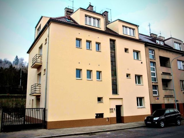 Obrázek 1 pro referenci Zateplení fasády BD grafitovým polystyrenem Praha | STAVBA 16002