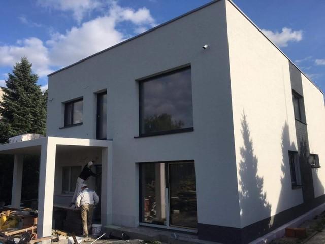 Obrázek 1 pro referenci Zateplení fasády RD šedým polystyrenem Hostavice | STAVBA 181033