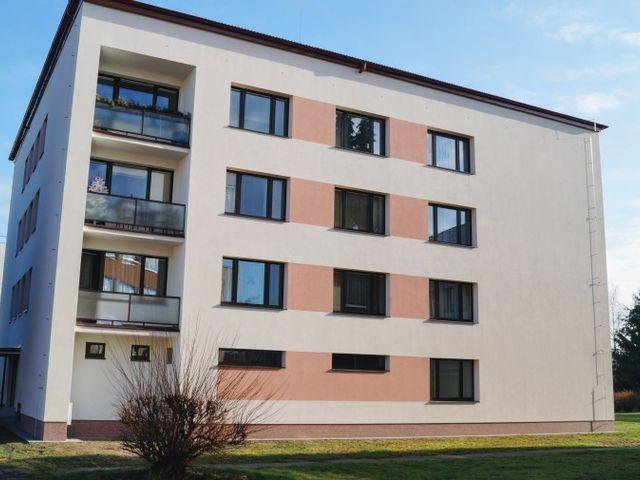 Obrázek 1 pro referenci Zateplení fasády BD šedým polystyrenem Týnec nad Sázavou | STAVBA 15021