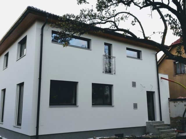 Obrázek 1 pro referenci Zateplení fasády RD bílým polystyrenem Praha | STAVBA 15020