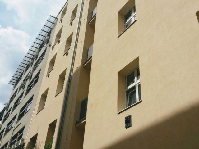 Obrázek 1 pro referenci Zatepleni fasády BD bílým polystyrenem Praha | STAVBA 15015