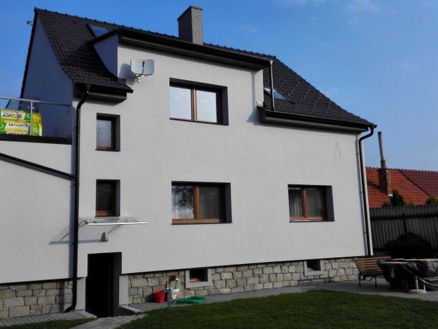 Obrázek 1 pro referenci Zateplení fasády RD šedý šedým polystyrenem Rouské | STAVBA 7025