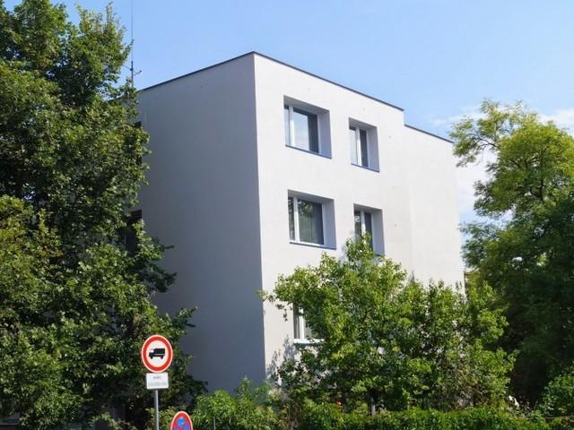 Obrázek 1 pro referenci Zateplení fasády BD bílým polystyreneme U Mrázovky, Praha - Dolní Chabry