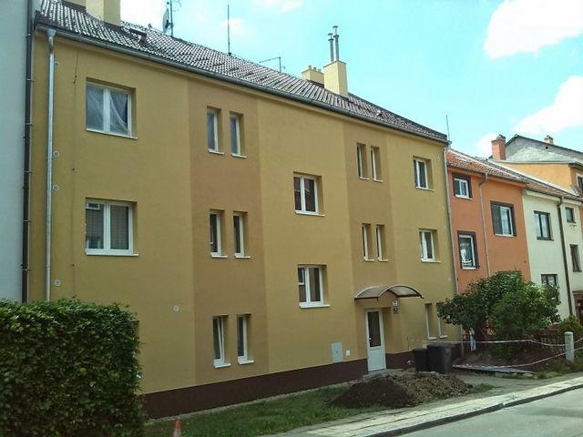 Obrázek 1 pro referenci Zateplení fasády BD šedým polystyrenem Brno | STAVBA 7007