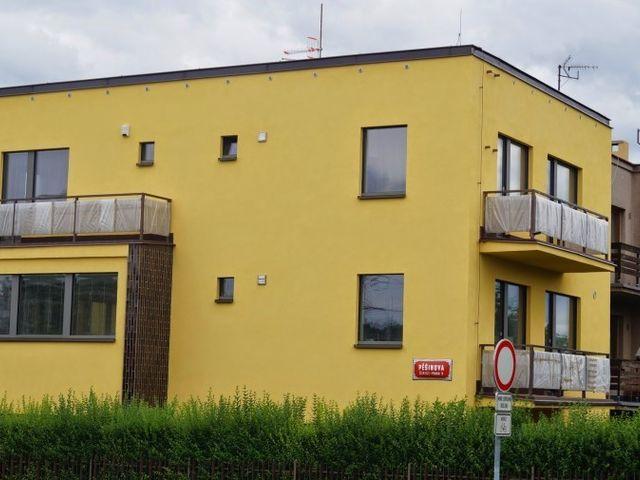 Obrázek 1 pro referenci Zateplení fasády RD fenolickou pěnou Čimice, Praha | STAVBA 7009