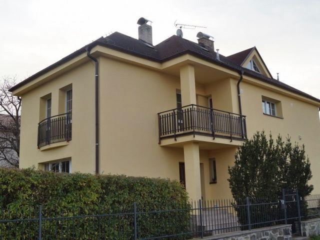 Obrázek 1 pro referenci Zateplení fasády RD bílým polystyrenem Benešov | STAVBA 7020