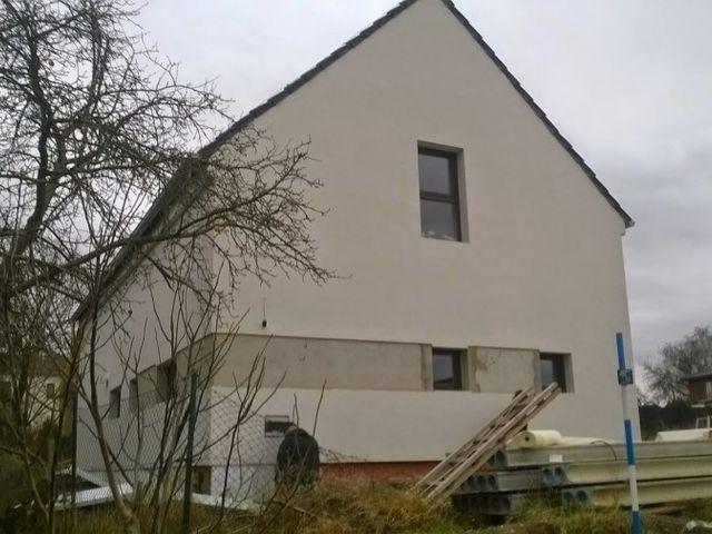 Obrázek 1 pro referenci Zateplení fasády RD bílým polystyrenem Úvaly-Škvorec   STAVBA 7026