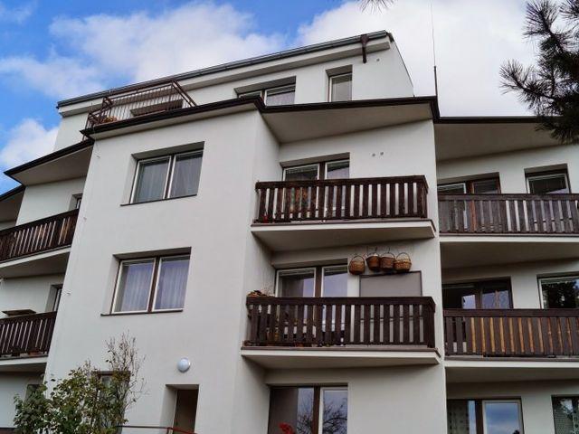 Obrázek 1 pro referenci Zateplení fasády BD bílým polystyrenem Brno | STAVBA 7017
