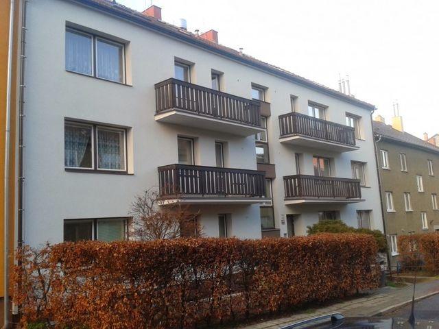 Obrázek 1 pro referenci Zateplení fasády BD šedým polystyrenem Brno   STAVBA  6011