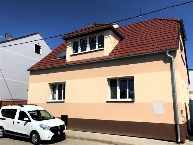 Obrázek 1 pro referenci Zateplení fasády RD šedým polystyrenem Hostivice | STAVBA 181013