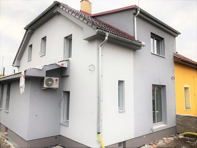 Obrázek 1 pro referenci Realizace zateplení fasády RD děrovaným polystyrenem Strašnice | STAVBA 191005