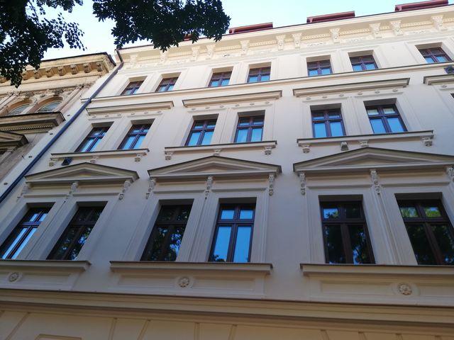 Obrázek 1 pro referenci Zateplení fasády BD bílým polystyrenem Praha - Smíchov | STAVBA  191016