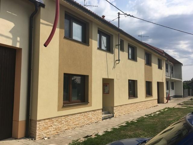 Obrázek 1 pro referenci Paropropustné zateplení fasády RD Miškovice | STAVBA 182015