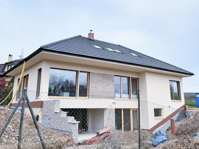 Obrázek 1 pro referenci Realizace zateplení RD polystyrenem a obkladem Lety u Dobřichovic | STAVBA 201027