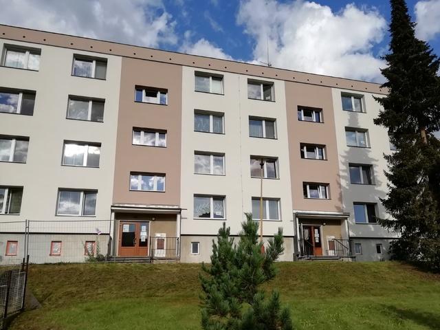 Obrázek 1 pro referenci Rekonstrukce a zateplení bytového domu šedým EPS Libina | STAVBA 202009