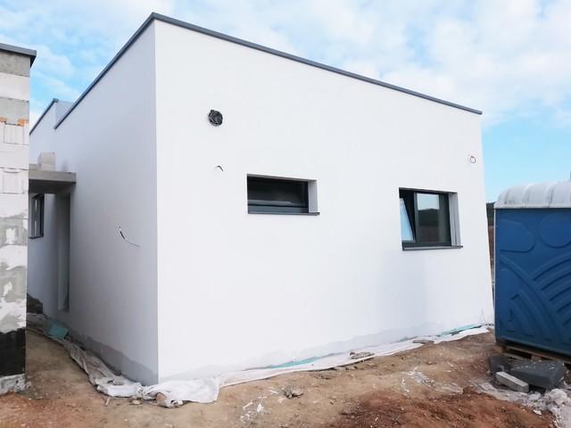 Obrázek 1 pro referenci Zateplení rodinného domu a garáže šedým polystyrenem Mokrá u Brna | STAVBA 212002
