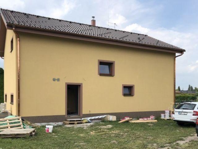 Obrázek 1 pro referenci Zateplení fasády novostavby RD Loučeň, šedým polystyrenem | STAVBA 181009