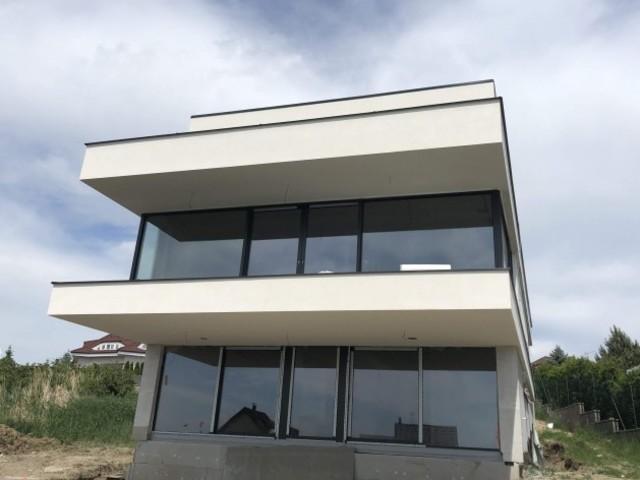 Obrázek 1 pro referenci Zateplení fasády novostavby RD Bradlec, šedým polystyrenem | STAVBA 181006