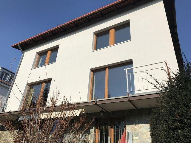 Obrázek 1 pro referenci Zateplení fasády RD Praha Trója, zateplovací systém NEW THERM | STAVBA 171011
