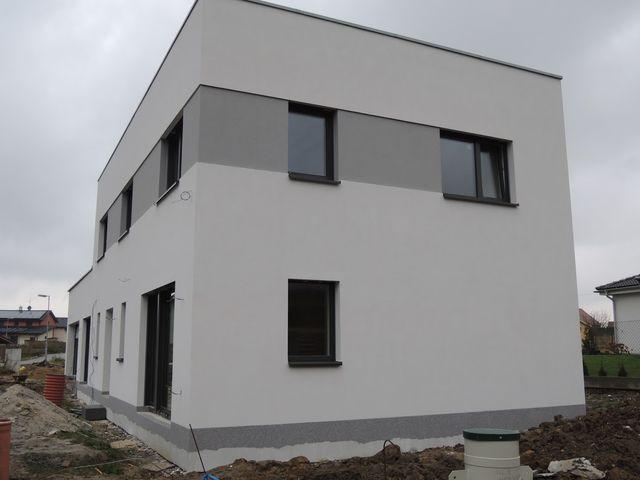 Obrázek 1 pro referenci Zateplení fasády RD Lhota u Dolních Břežan šedým polystyrenem | STAVBA 171021