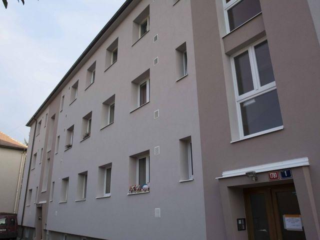 Obrázek 1 pro referenci Zateplení fasády BD šedým polystyrenem Praha Modřany | STAVBA 16014